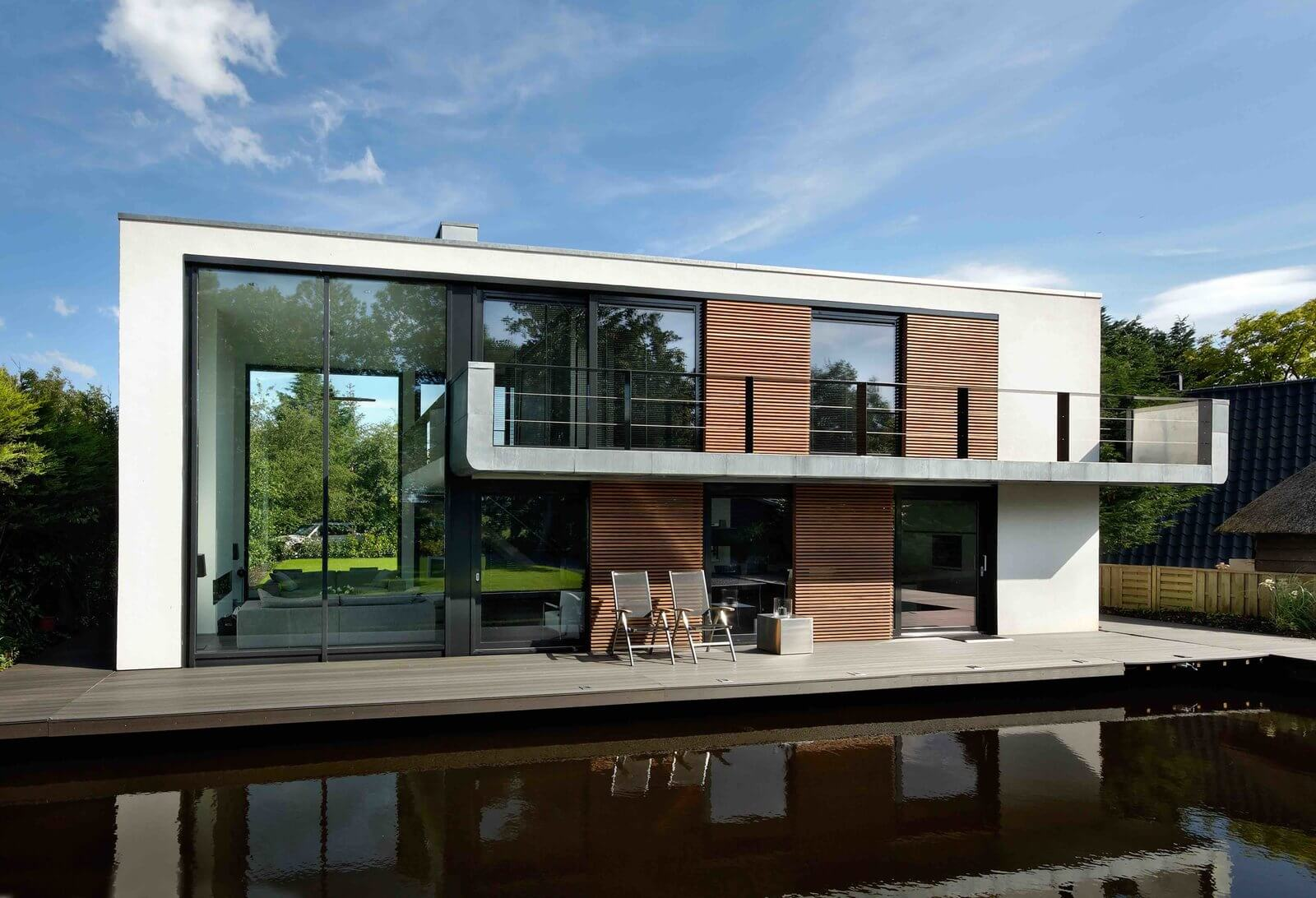 French Company Farea Manufactures Floating Homes That Are Certified As  Boats. This Is Important In France, As It Means The Houses Are Allowed In  Lakes, ...