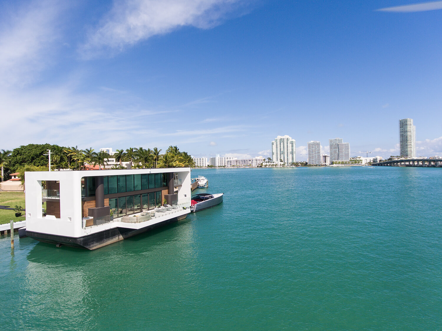 Floating Miami Mansion Propped Up On Hydraulic Stilts That